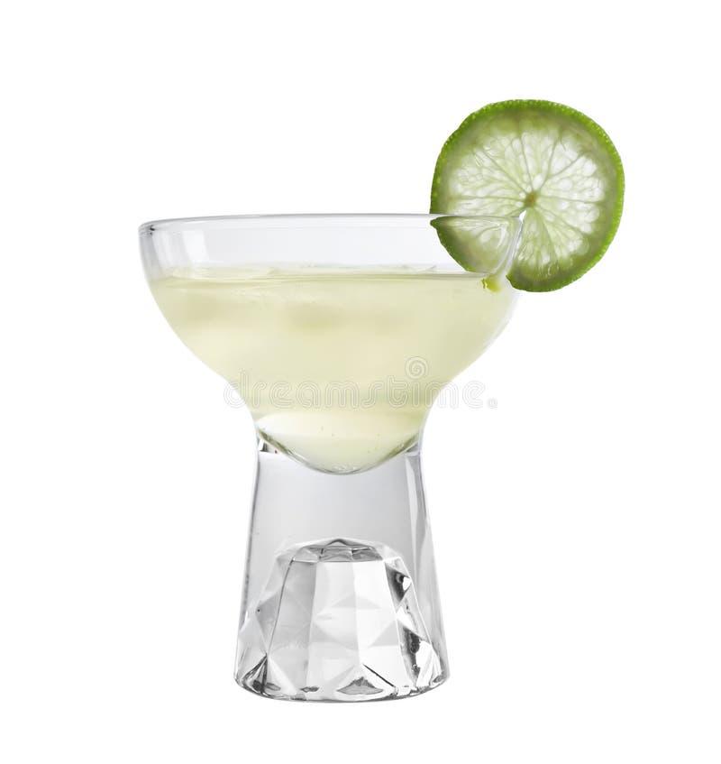 Glas van smakelijke martini met kalk op wit royalty-vrije stock foto