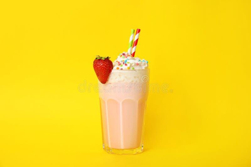 Glas van smakelijke milkshake stock foto