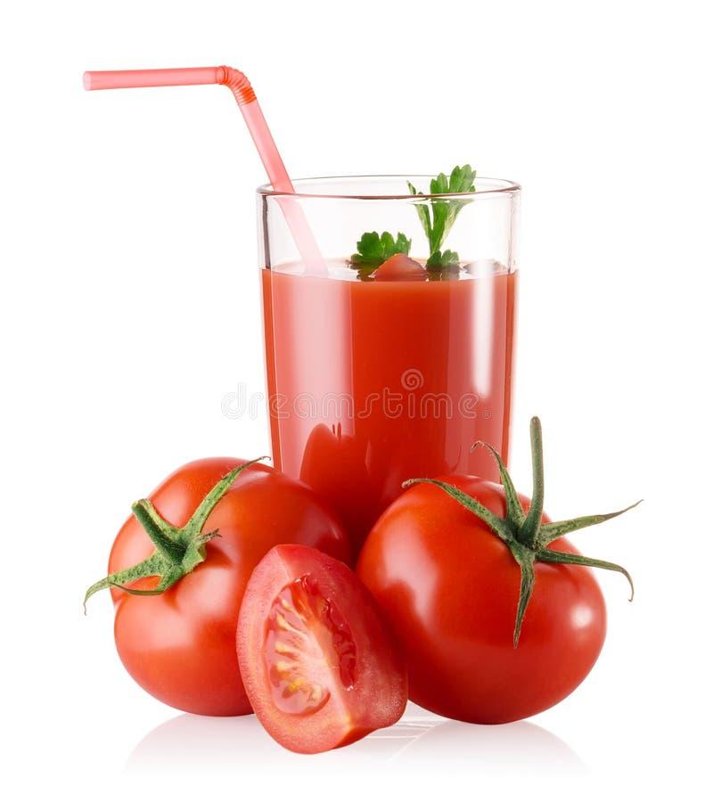 Glas vers tomatesap met tomaten en stro stock afbeeldingen