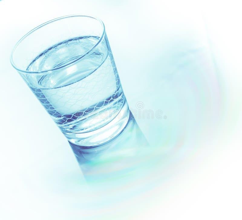 Glas Wasser getrennt auf Wei? stockbilder