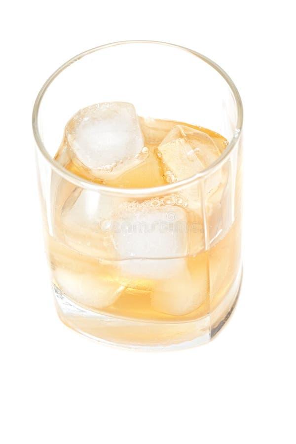 Glas Whisky über Ansicht lizenzfreie stockfotografie