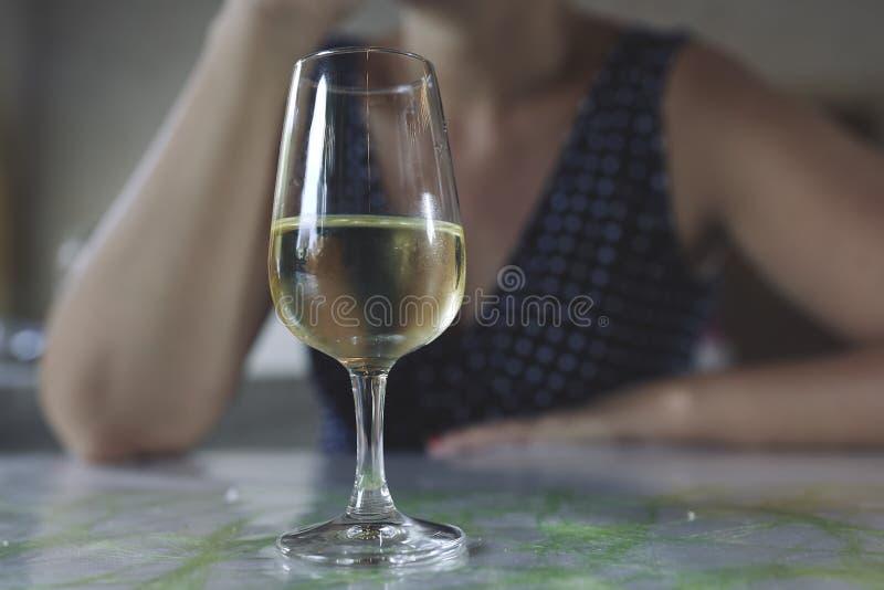 Glas witte wijn royalty-vrije stock foto