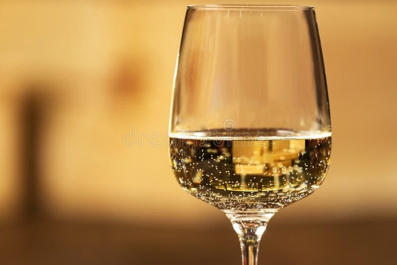 Glas witte wijn stock fotografie