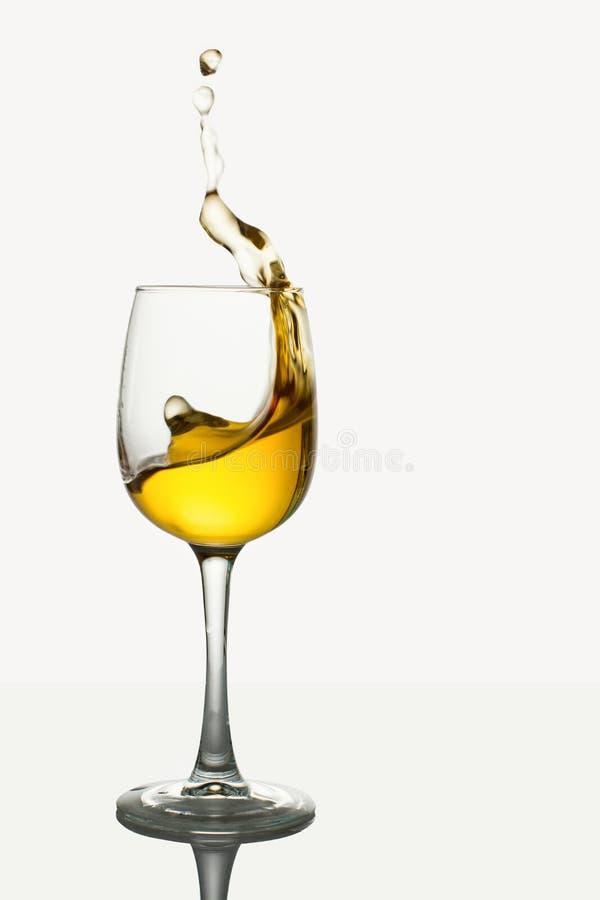 Glas Witte Wijn met plons royalty-vrije stock foto