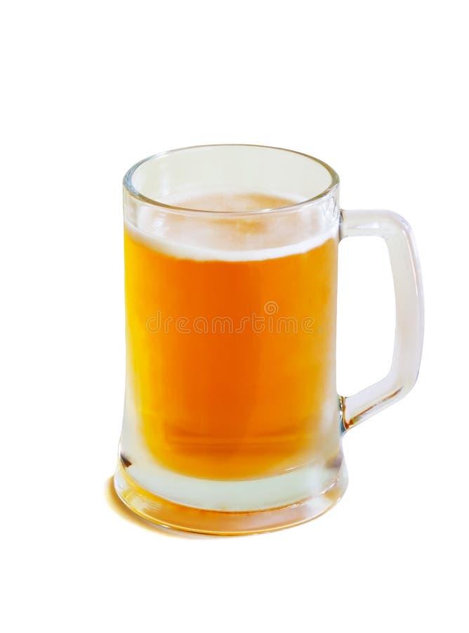 Glasbecher mit dem Bier lokalisiert auf Weiß lizenzfreie stockfotos