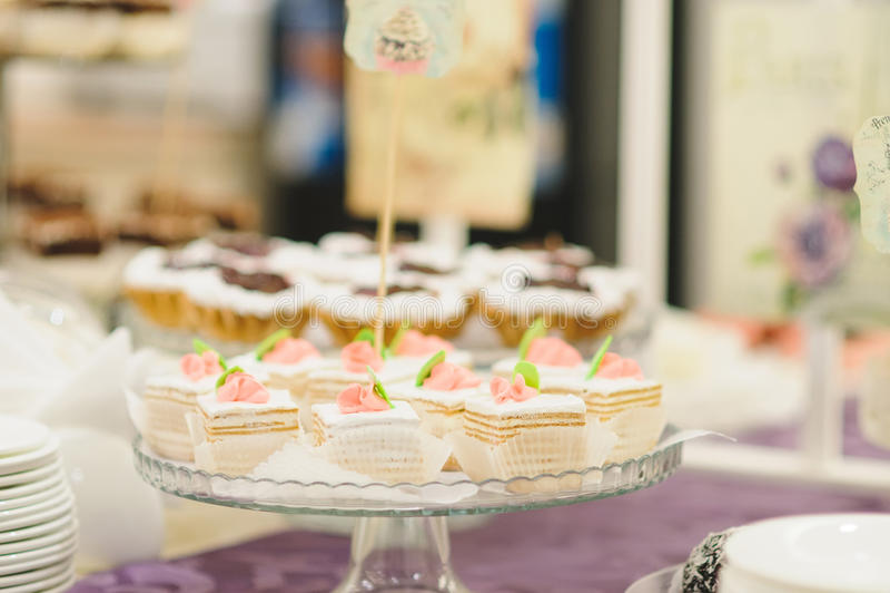 Glasbehälter mit Kuchen stockbilder