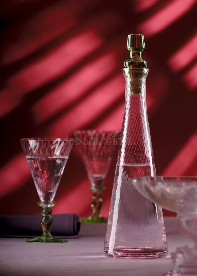 Glasdekantiergefäß mit Wasser lizenzfreie stockbilder