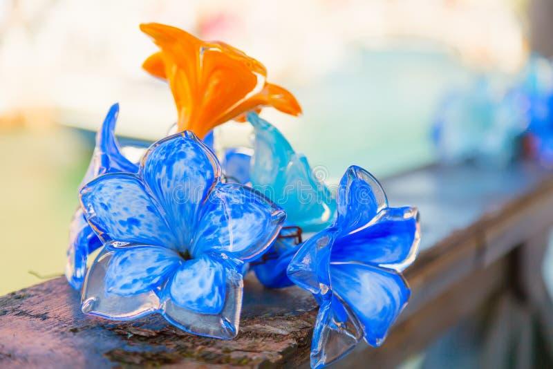 Glasdekorationen der traditionellen Blume in Murano-Insel nahe Venedig, Italien stockfotografie