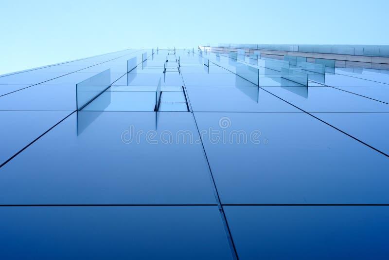 Glasdekorfenster auf Unternehmensgebäude stockbild