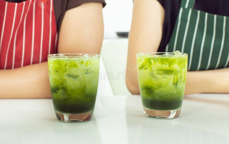 Glases del primer dos del té verde fotografía de archivo