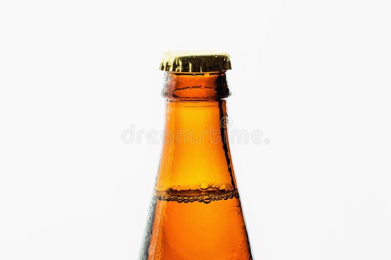 Glasflaska av öl på vit fotografering för bildbyråer