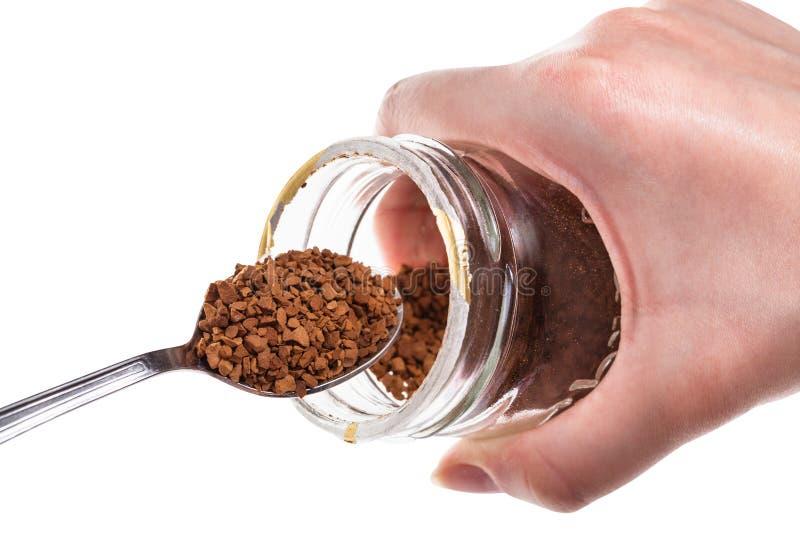 Glasgefäß mit löslichem Kaffee und dem Löffel lokalisiert stockbild