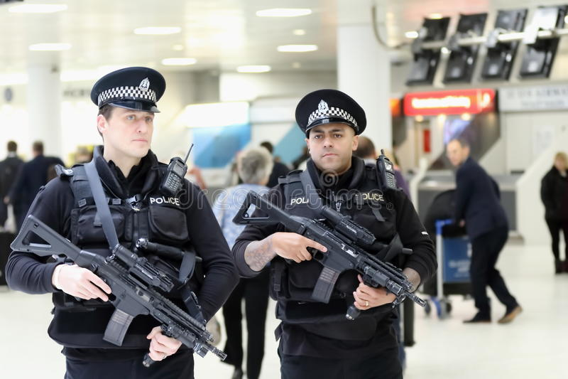 Glasgow Airport Armed Police royaltyfri bild
