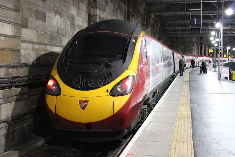 Glasgow Central Pendolino för elektriskt drev station arkivfoton