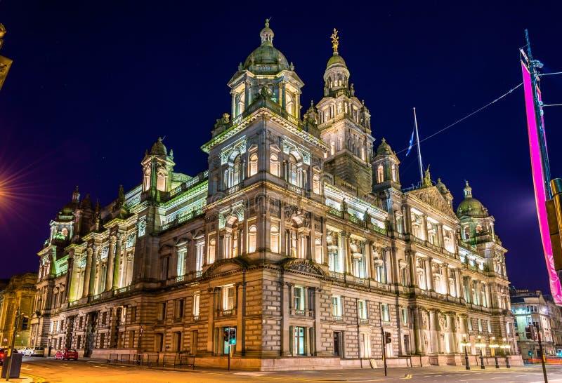 Glasgow City Chambers bij nacht stock foto's