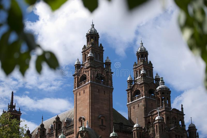 Glasgow, Esc?cia, o 8 de setembro de 2013, o Kelvingrove Art Gallery e museu perto do parque de Kelvingrove, Argyle Street foto de stock royalty free