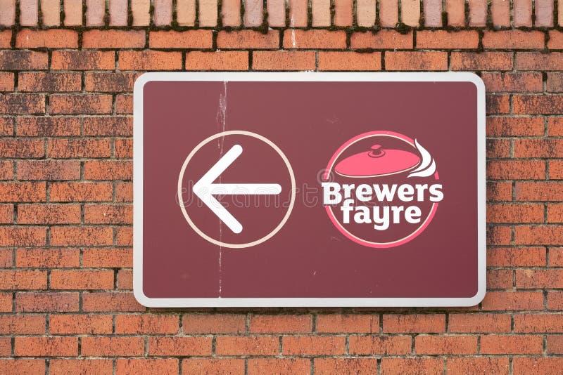Glasgow Lanarkshire, Szkocja, Lipiec,/- 10th 2019: Piwowara pubu łańcuchu czarodziejski otwarcie przy nowym Premier Inn hotelem fotografia royalty free