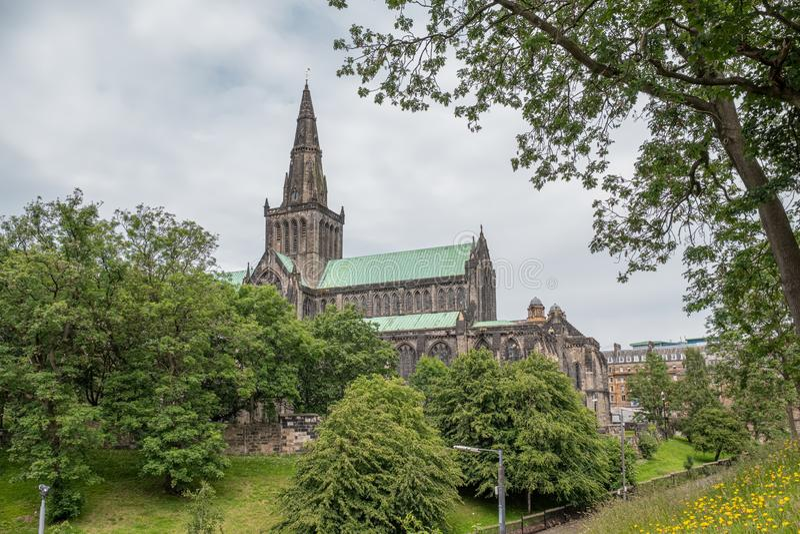 Glasgow Necropolis jest Wiktoriańskim cmentarzem w Glasgow i jest wybitnym cechą w centrum miasta Glasgow Patrzeć w dół na zdjęcie royalty free