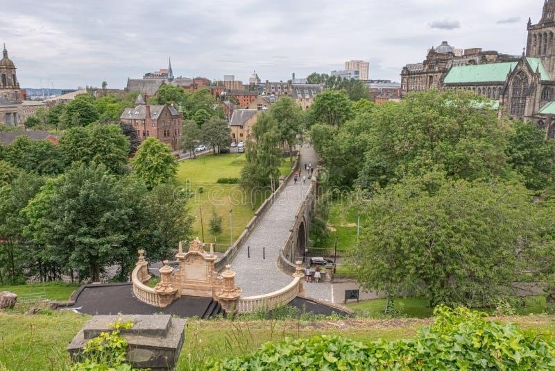 Glasgow Necropolis jest Wiktoriańskim cmentarzem w Glasgow i jest wybitnym cechą w centrum miasta Glasgow Patrzeć w dół na zdjęcia royalty free