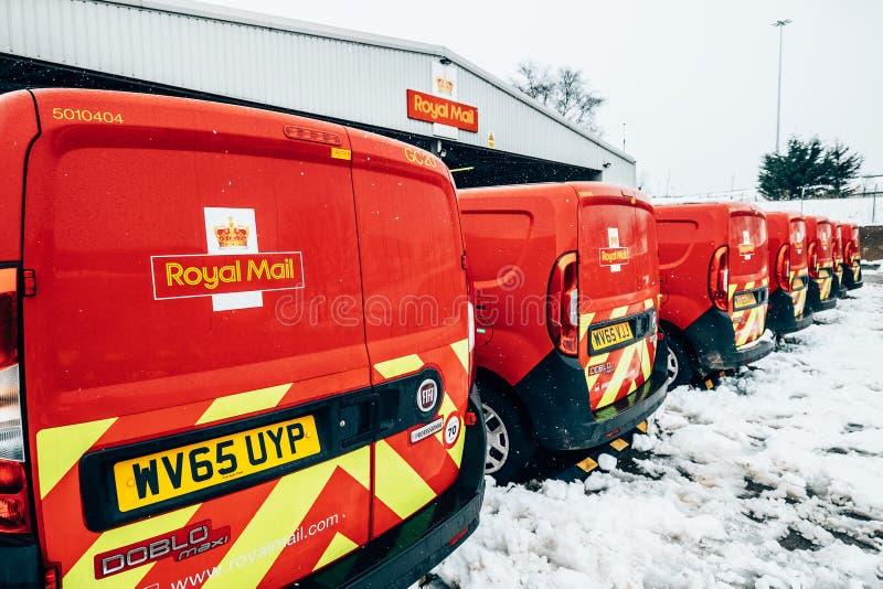 "Glasgow, Schotland, het UK †""2 Maart, 2018: Royal Mail-bestelwagens, outsid stock foto's"