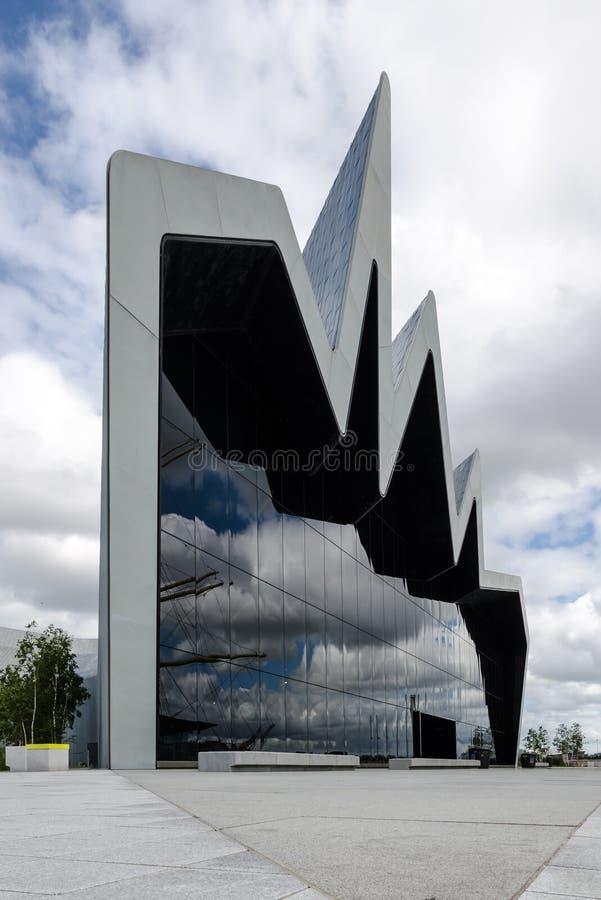 GLASGOW, SCHOTLAND - JULI 01 2013 de voorzijde van het Rivieroevermuseum op 01 Juli, 2013 in Glasgow, Schotland het Rivieroevermus stock fotografie