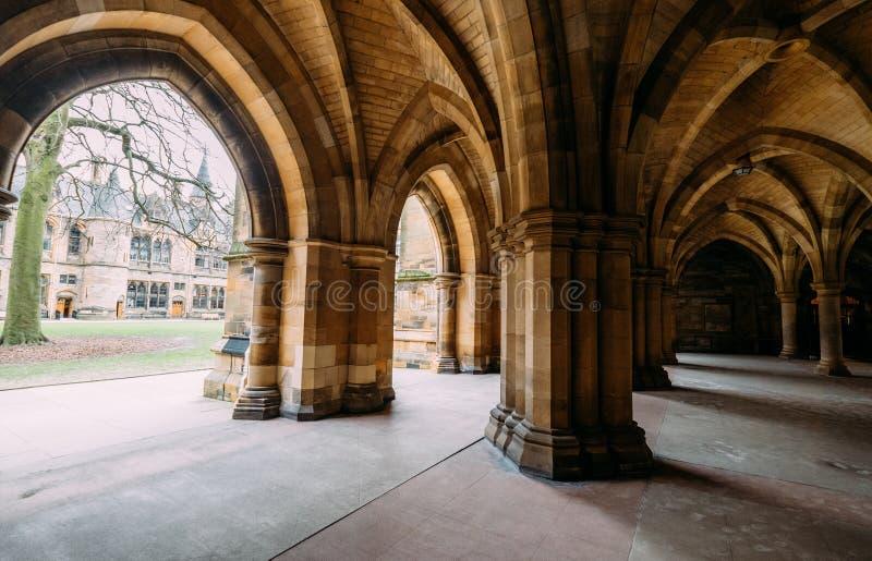 Glasgow, Schottland, Großbritannien – 13. März 2018: Die Klöster alias das Undercroft - ikonenhaftes Teil der Universität von Gla lizenzfreies stockbild