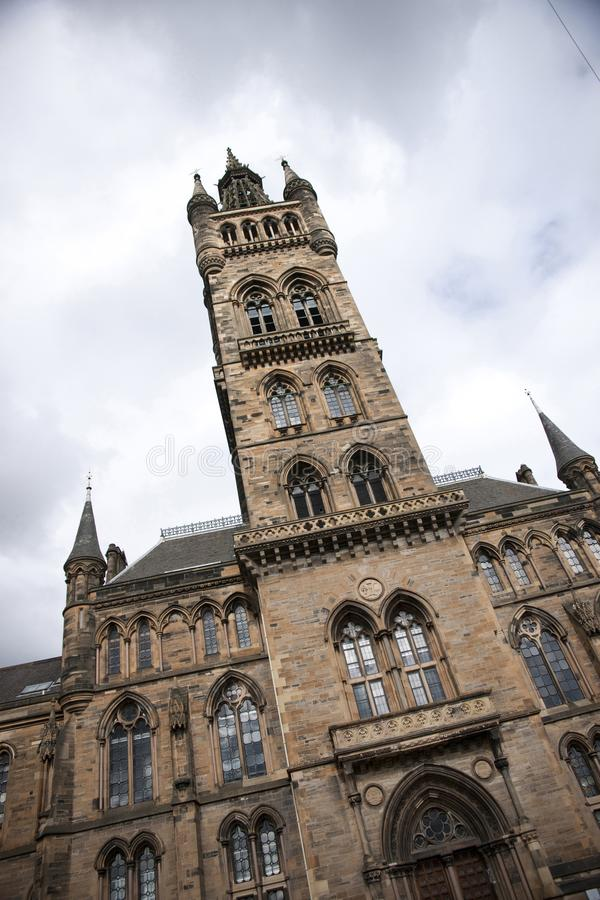 Glasgow, Schottland am 7. September 2013 Hauptgebäude und Turm der Universität von Glasgow bei Gilmorehill lizenzfreies stockfoto