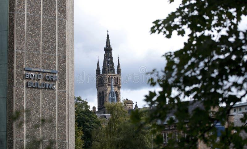 Glasgow, Schottland am 7. September 2013 Hauptgeb?ude und Turm der Universit?t von Glasgow bei Gilmorehill lizenzfreies stockfoto