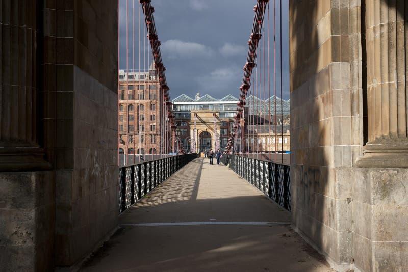 Glasgow, Scozia, il 7 settembre 2013, vista del ponte sospeso del sud storico della via di Glasgows Portland fotografia stock