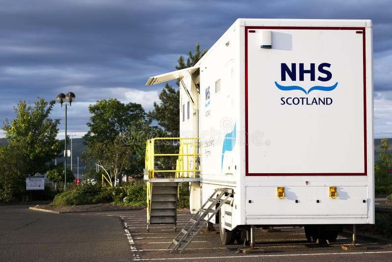 Glasgow Strathclyde, Szkocja,/, UK - Lipiec 6th 2019: NHS nowotworu piersi przesiewania pojazdu mobilna jednostka w supermarketa  fotografia stock