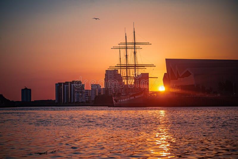 Glasgow Tall Ship i Riverside Museum w Sunset fotografia stock