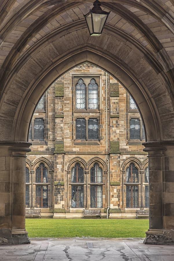Glasgow University Through bågen arkivbild