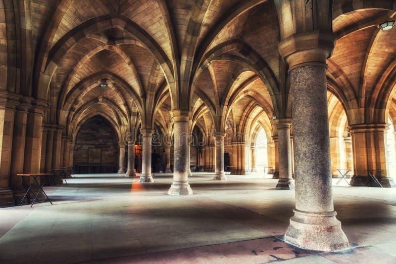 Glasgow University Cloister-Spalten lizenzfreie stockbilder