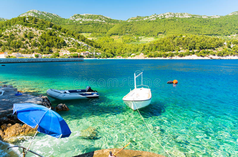 Glashelder water op Peljesac-schiereiland, Dalmatië, Kroatië stock foto