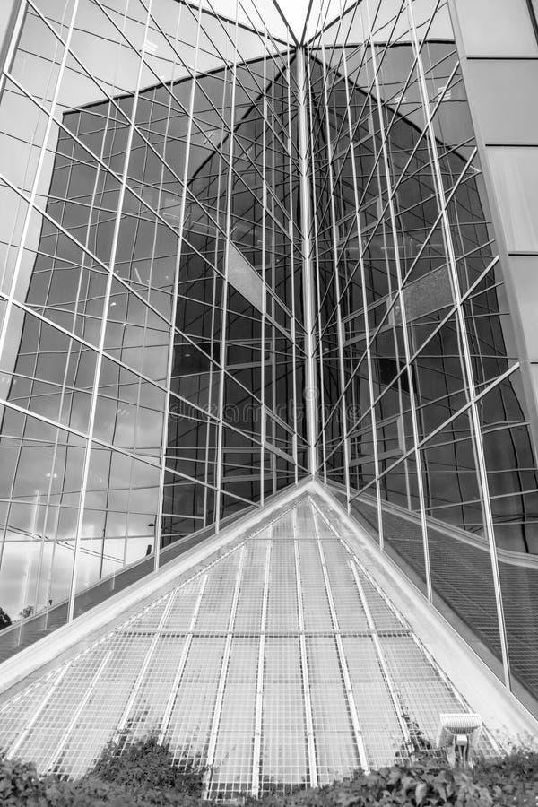 Glashoek van het gebouw royalty-vrije stock afbeeldingen
