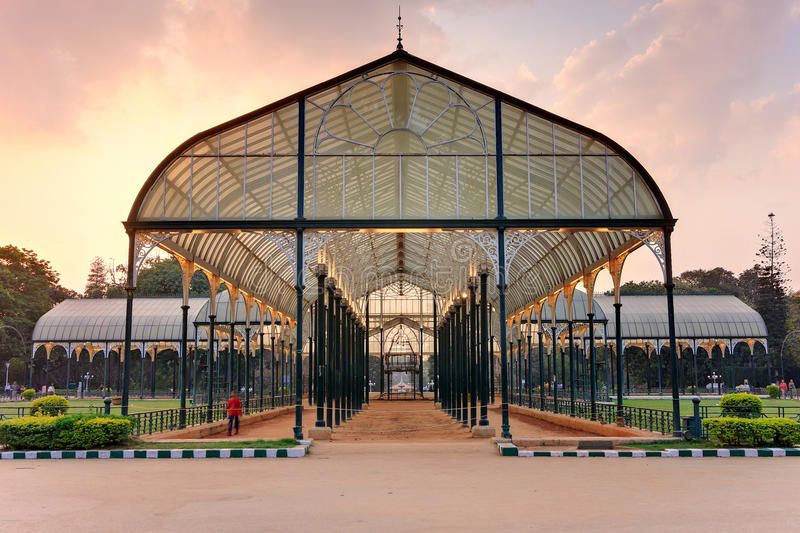 Glashuis in Lal Bagh Botanical Gardens stock foto