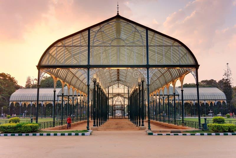 Glashus på Lal Bagh Botanical Gardens arkivfoto