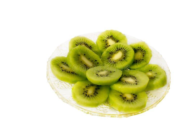 Glasige Platte mit neuen grünen Scheiben der Kiwi stockbild