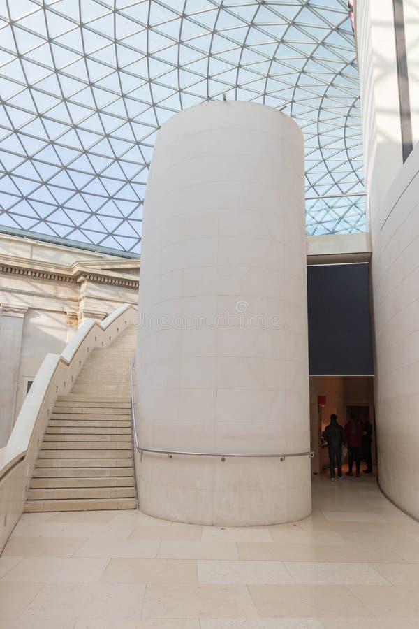 Glaskoepel en treden bij museum royalty-vrije stock afbeeldingen