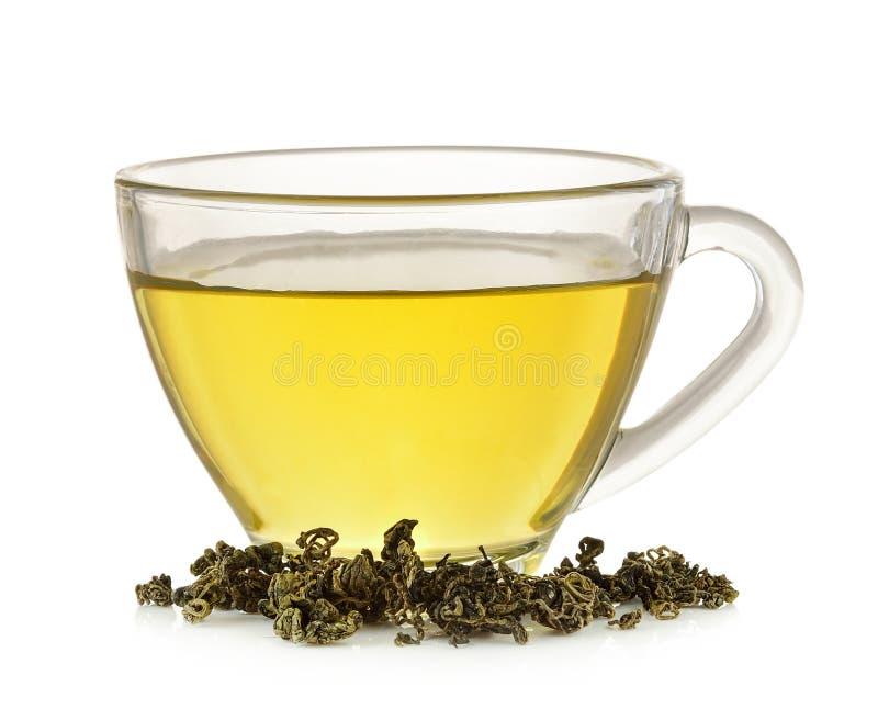 Glaskop van groene die thee op witte achtergrond wordt geïsoleerd royalty-vrije stock afbeeldingen
