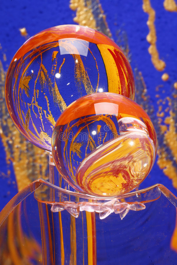 Glaskristallkugeln mit Farbe stockfoto