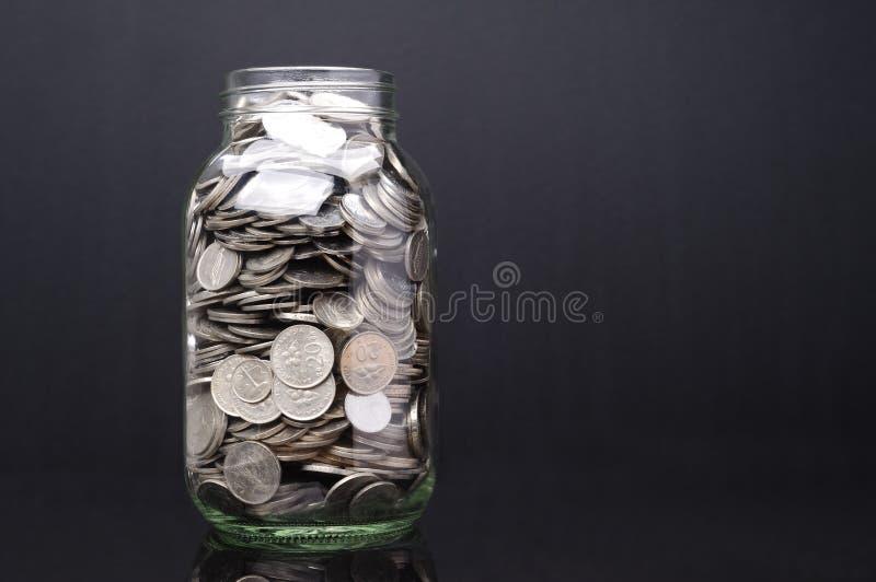 Download Glaskruik met muntstukken stock foto. Afbeelding bestaande uit sparen - 54083536