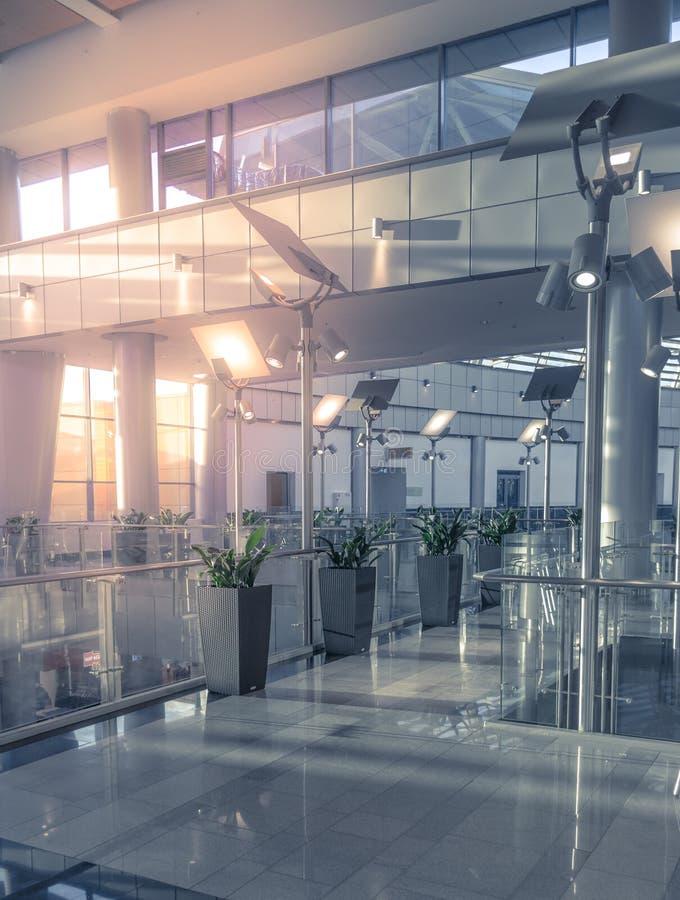 Glasmuur in het bureaugebouw royalty-vrije stock afbeeldingen