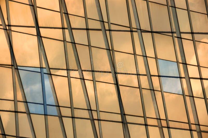 Glaspanelfassade-Fensterhintergrund stockbilder