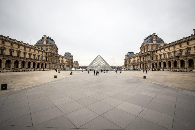 Glaspiramide, Louvremuseum, Frankrijk royalty-vrije stock afbeeldingen