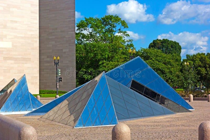 Glaspiramides bij National Gallery van Kunst in Washington DC, de V.S. stock afbeeldingen
