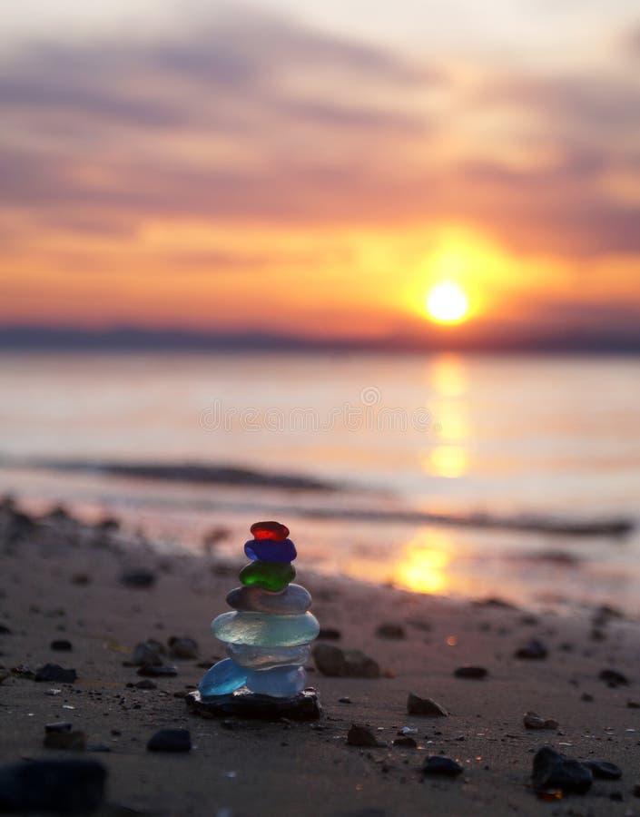Glaspyramide bei Sonnenuntergang stockfotografie