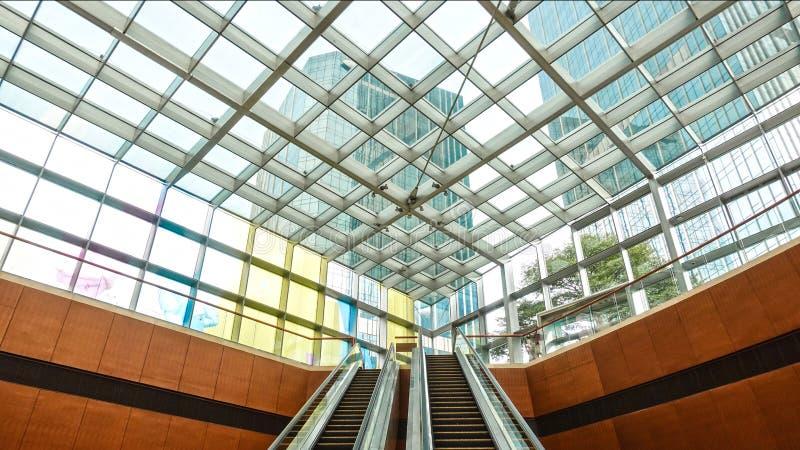 Glasrahmendecke Modernes Handelsgebäude stockfotografie