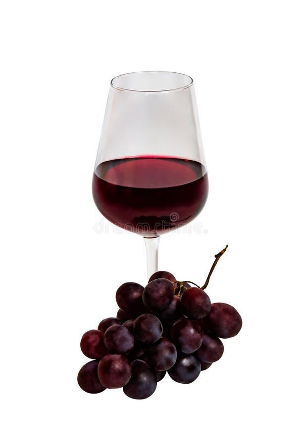 Glasrood van geïsoleerde wijn en purpere druiven stock afbeeldingen