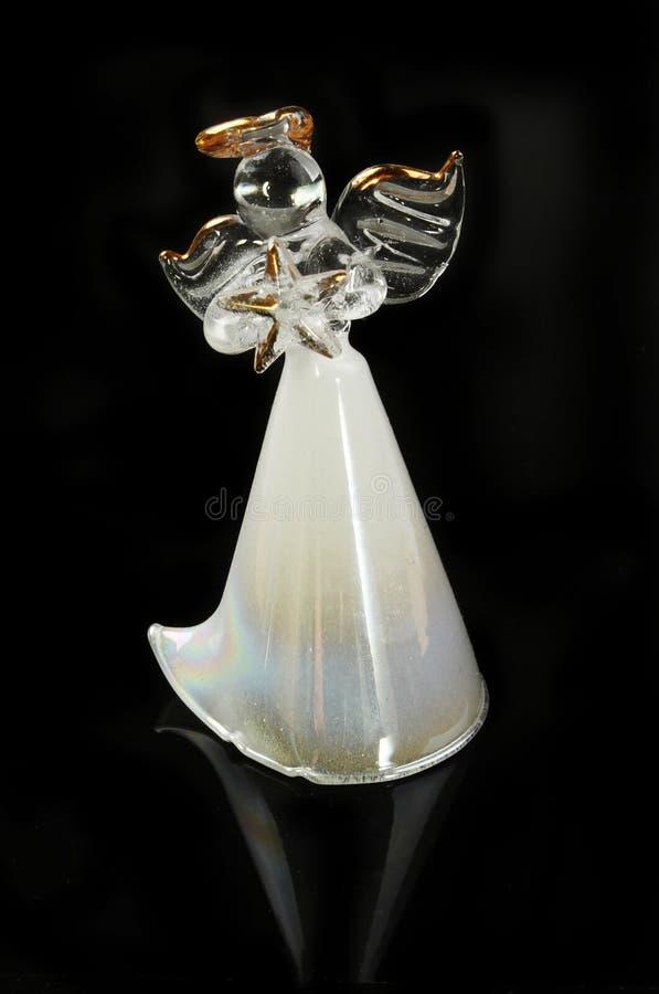 Glass ängel på svart royaltyfri fotografi